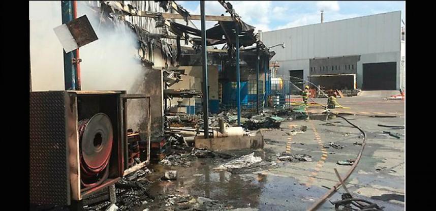 Reportan tres muertos en incendio de fábrica en Tlajomulco